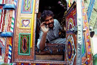 Pakistanska bifreið í Karakorum