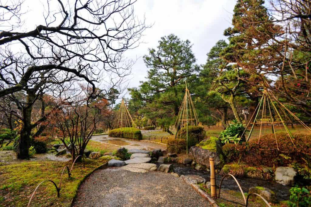Yukitsuri no Jardim Kenrokuen kanazawa