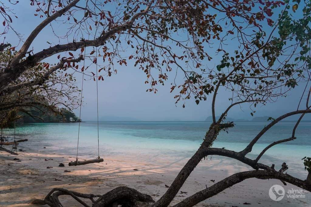 Praia deserta em Koh Wai