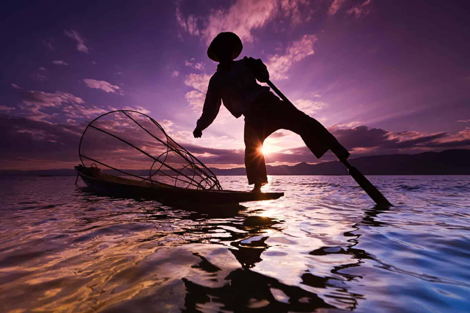 Pescador no lago Inle, Myanmar (Birmânia)
