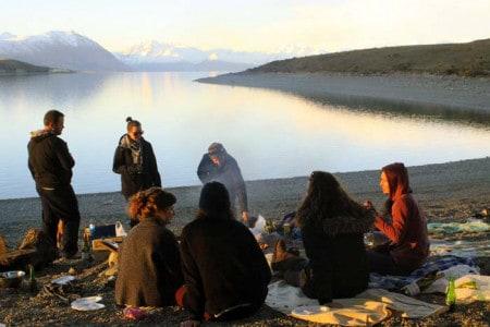 A Patrícia e amigos nas margens do lago Tekapo
