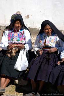 Tecelãs da ilha Amantaní, região peruana do Lago Titicaca