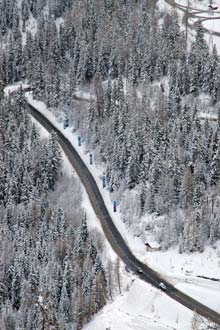 Estrada de montanha dos Alpes Franceses