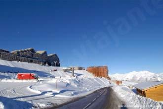 Vista da estância de Inverno Aime-La Plagne, França