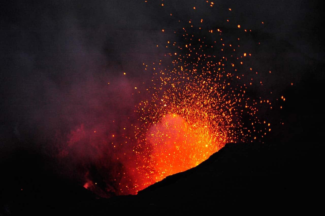 Yasur vybuchol sopka