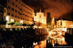 Centro histórico de Liubliana à noite