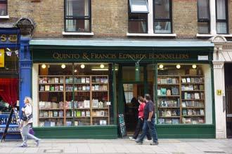 Uma das mais antigas livrarias de Charing Cross, Londres