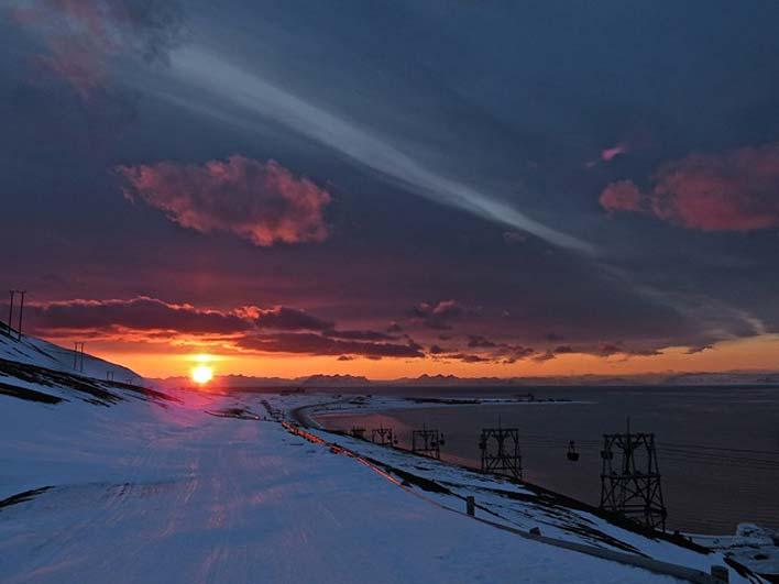 Nascer do sol em Llongyearbyen