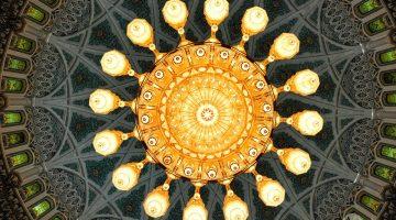A megalómana Mesquita Sultan Qaboos, em Muscat