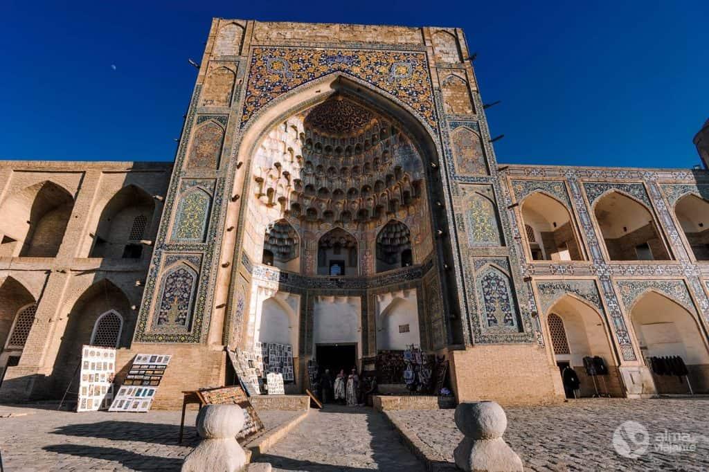 Madrassa Abdulaziz Khan, Bukhara
