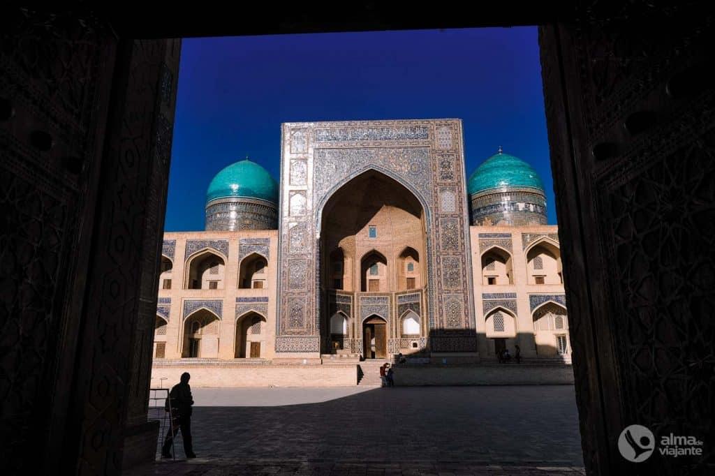 O que fazer em Bukhara: visitar Madrassa Mir Arab