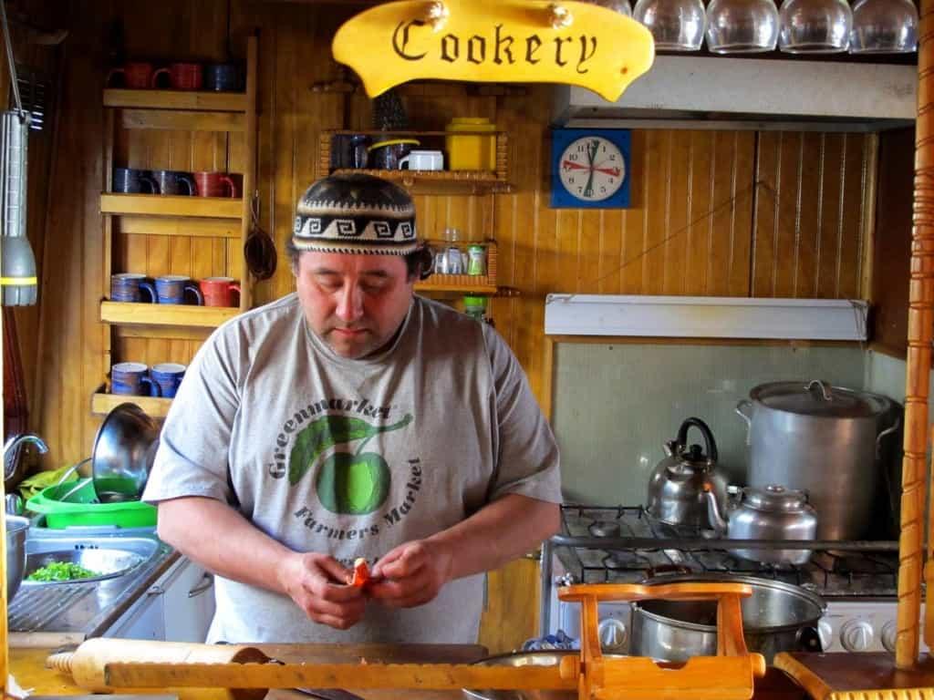 Marcelo cozinhando