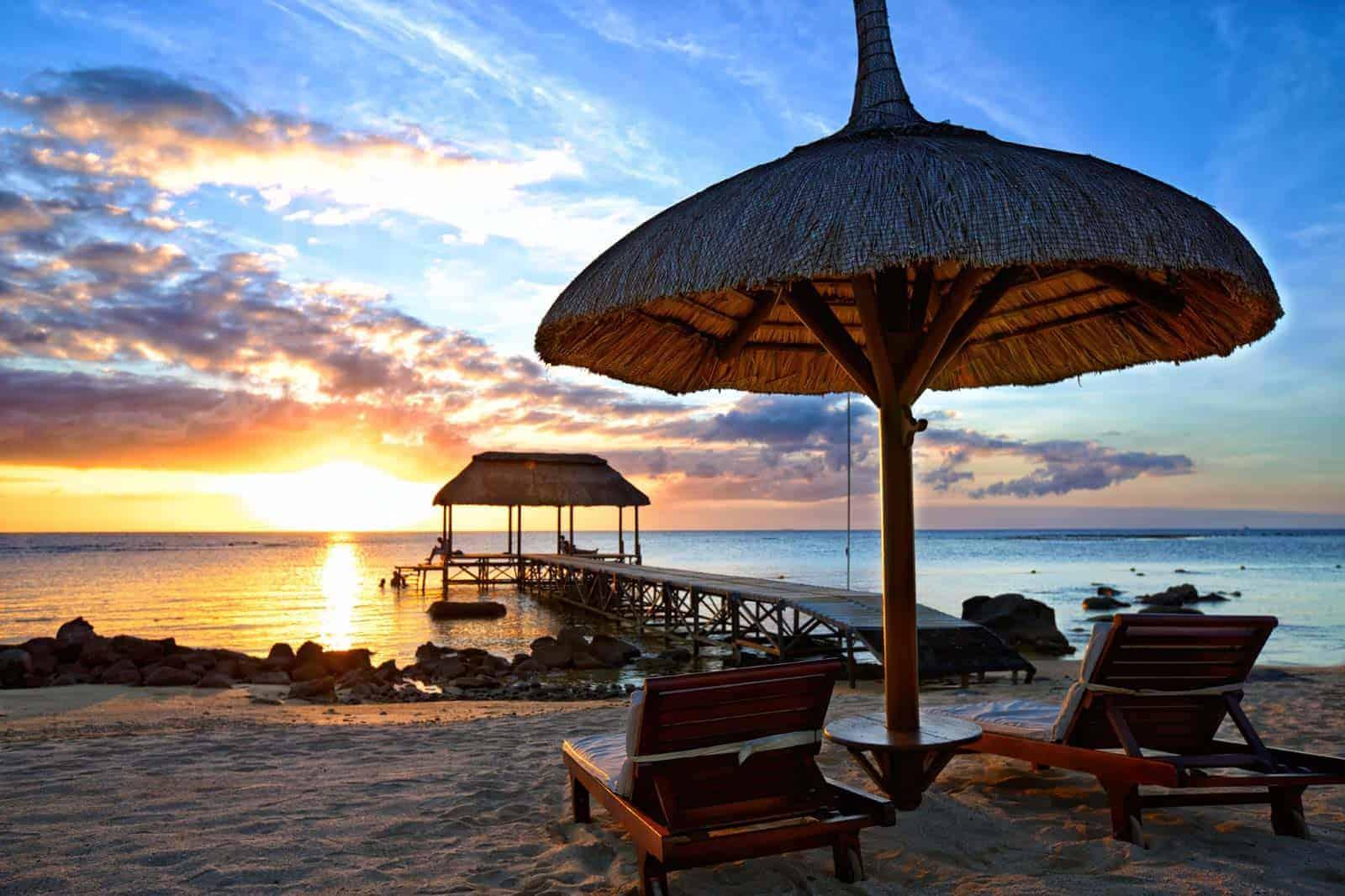 Pôr-do-sol numa praia das Maurícias