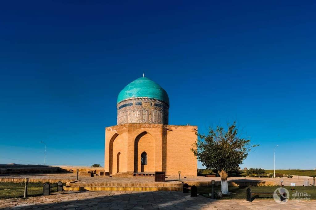 Rabiga Sultan Begim Mausoleum, Túrkistan