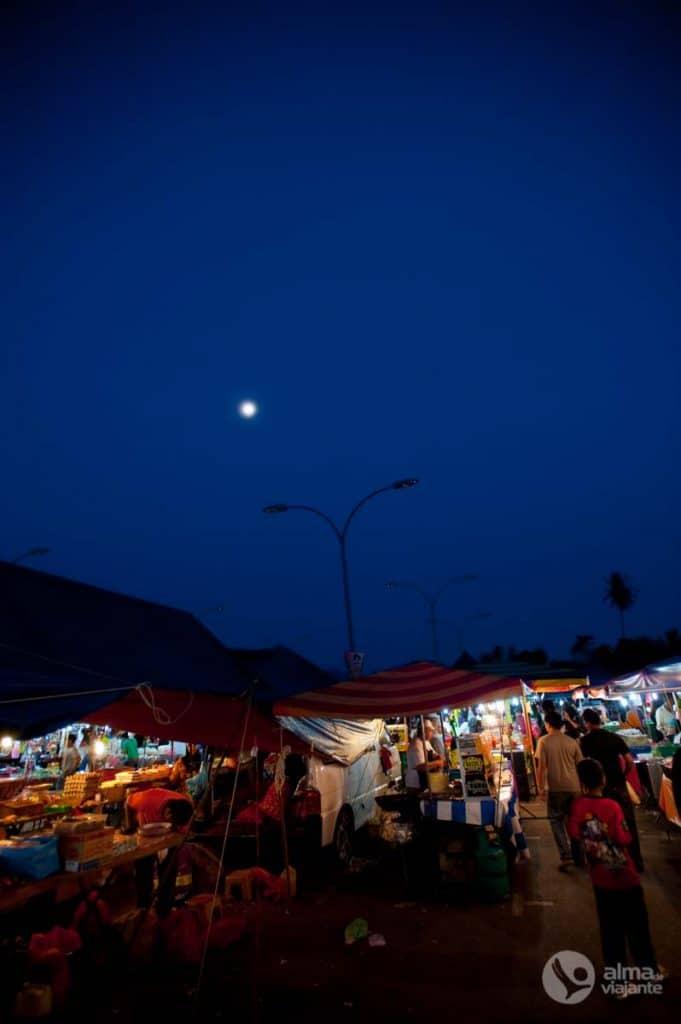 Mercado noturno Beras Terbakar, Langkawi