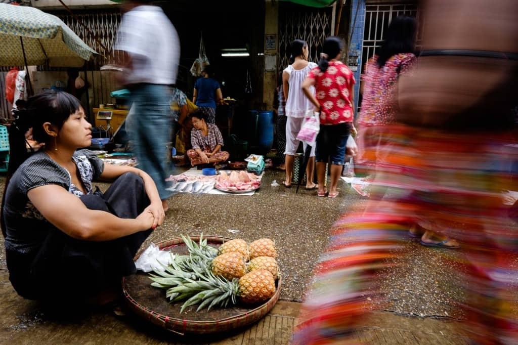Mercado de rua em Chinatown, Yangon