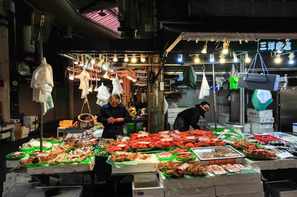 Caranguejos no Mercado Omicho, Kanazawa