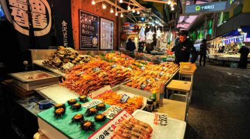 Visitando o Mercado Omicho, (provavelmente) o melhor mercado de peixe do Japão