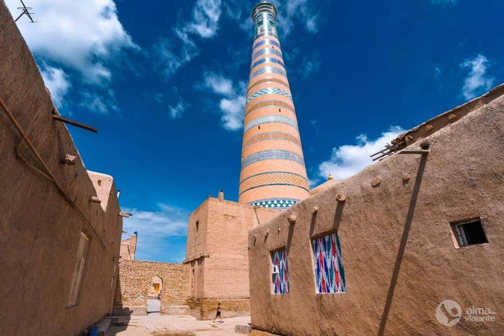 O que fazer em Khiva: visitar Minarete Islam Khoja