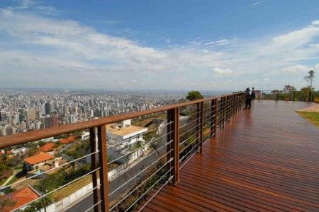 """Vista do Mirante das Mangabeiras, um dos bairros mais """"chiques"""" de Belo Horizonte"""
