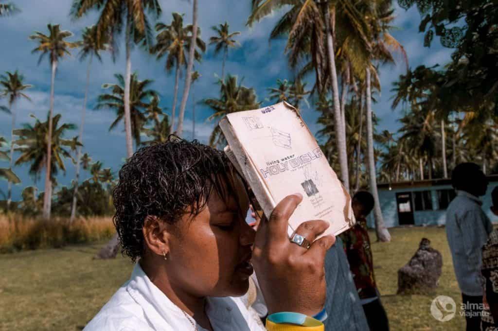 Missa de domingo em Nakula, ilhas Fiji