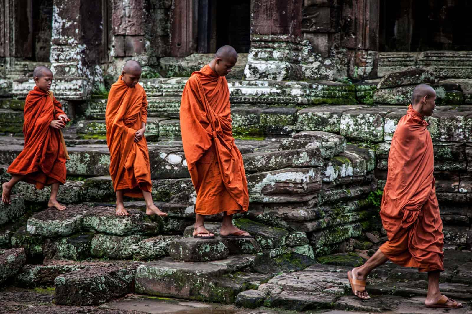 Monges em Angkor Wat, Camboja