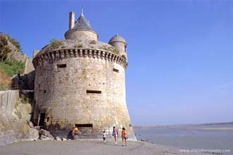 Mont Saint-Michel: muralha norte na maré vaza