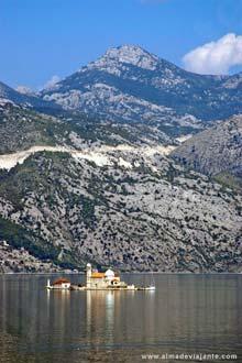 Igreja da Nossa Senhora do Lago, Boka Kotorska, Montenegro