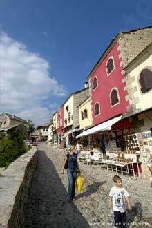 Rua pedonal do centro histórico de Mostar
