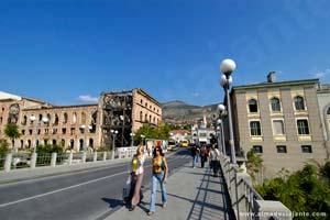 As marcas dos conflitos recentes ainda são bem visíveis em Mostar