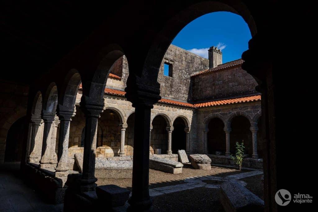 Claustro do Mosteiro de Cête Paredes