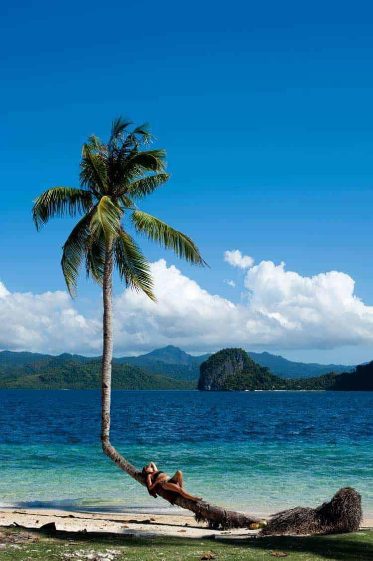 Turista de bikini en Bacuit