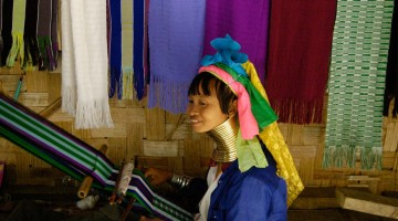 Karen Tribe (kvenkyns gíraffi), Ban Nai Soi, Taíland