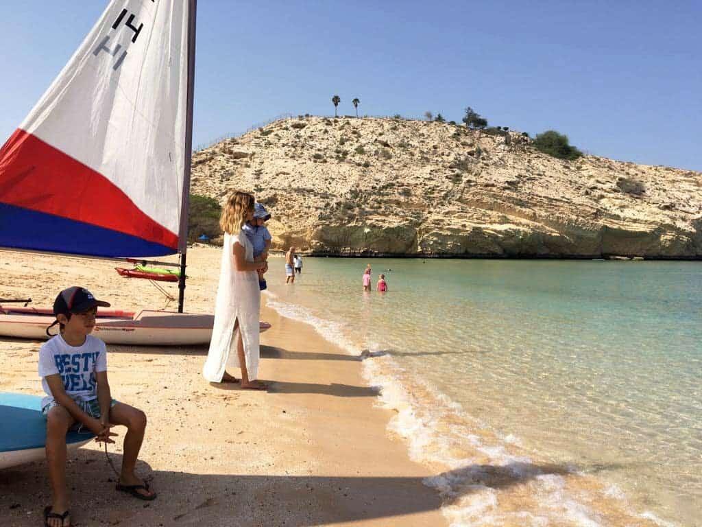 Na praia do clube da PDO (Petroleum Development Oman)