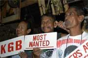 Os Moustache Brothers durante um espectáculo em Mandalay, Myanmar