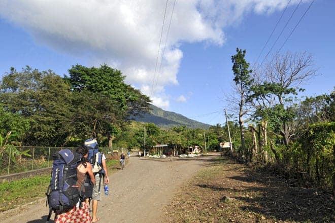 Mochileiros a caminho da Hacienda Mérida, na ilha Ometepe