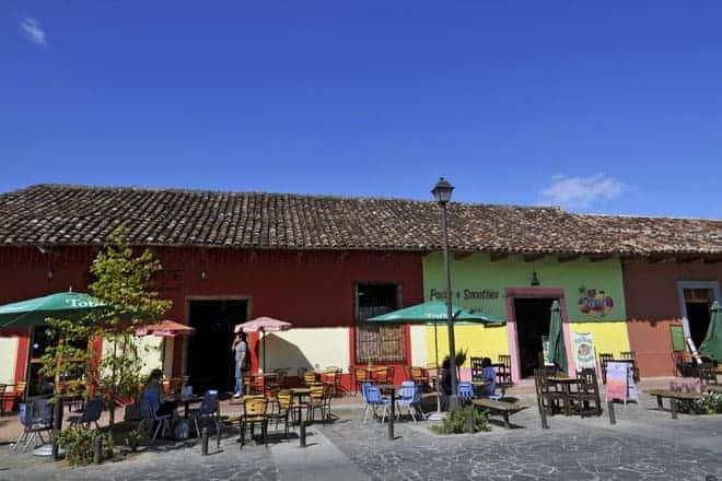 La Calzada, artéria pedonal de Granada que sai do parque central em direção às margens do lago Cocibolca