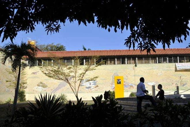 Mural que conta a história recente da Nicarágua, em León
