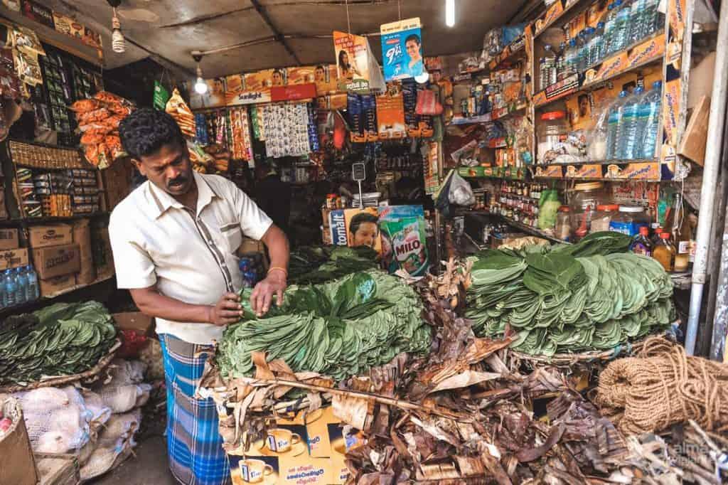 Wat te doen in Nuwara Eliya: verkoper betel blad