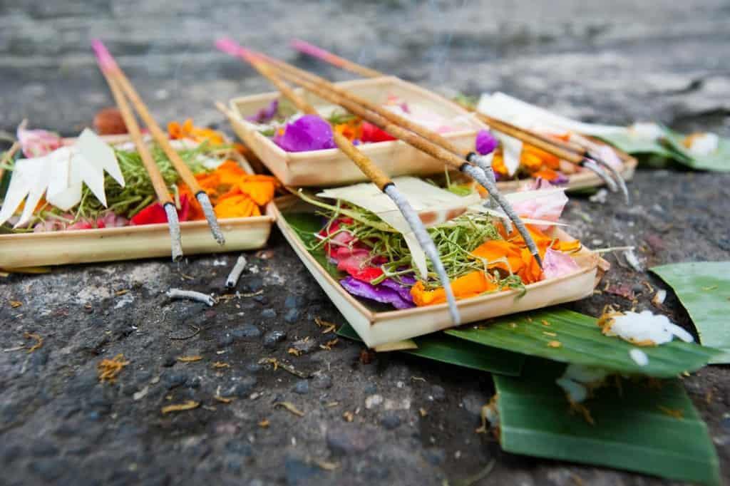 Oferendas aos deuses Hindus, Bali