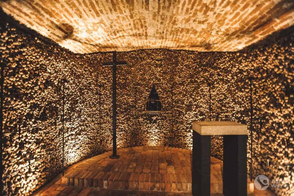 Ką daryti Brno mieste: apsilankykite Santjago bažnyčios Ossuary
