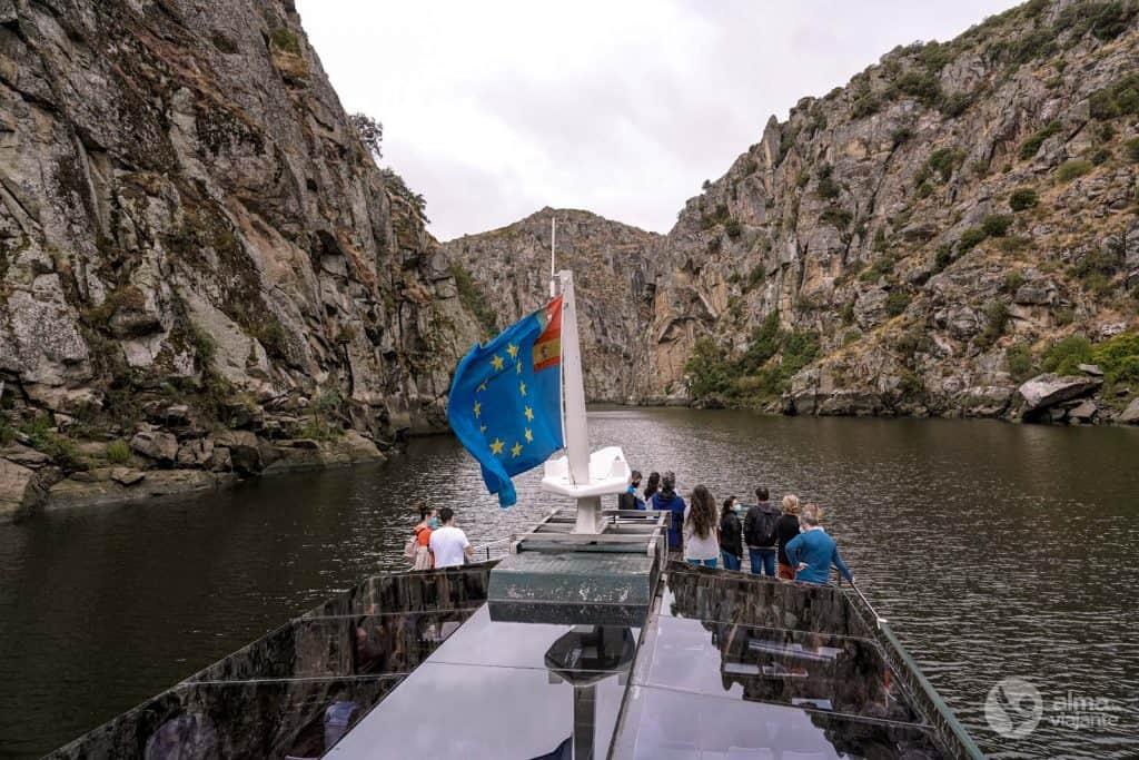 Passeio de barco no Douro Internacional, a partir de Miranda do Douro