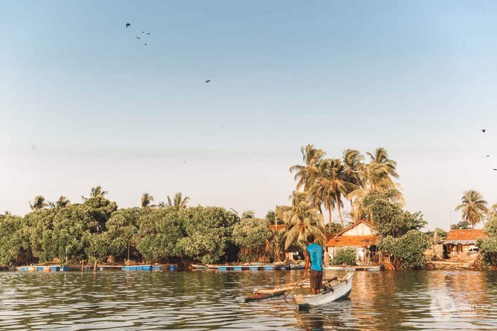 O que fazer em Negombo: passeio de barco na lagoa