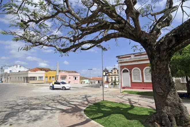 Vista de uma praça em Penedo