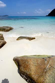 Vista de uma baía na ilha Perhentian Kecil