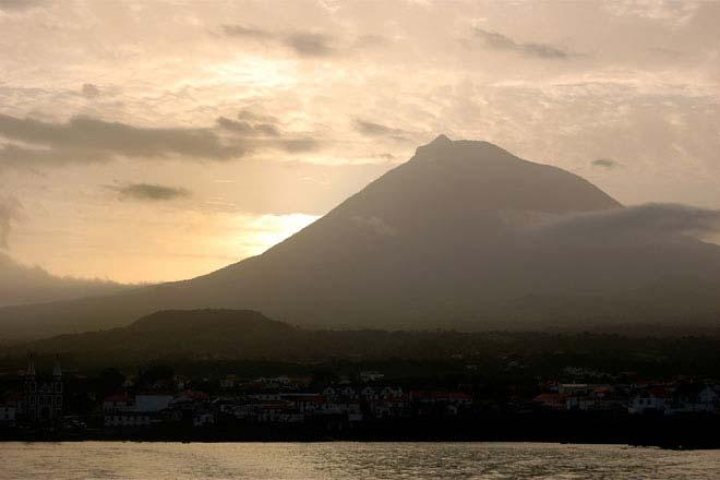 Amanhecer na ilha do Pico, Açores
