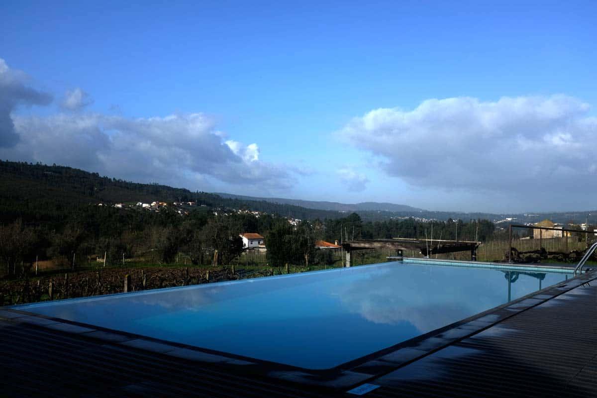 Piscina da Casa Valxisto, um turismo rural na aldeia de Quintandona