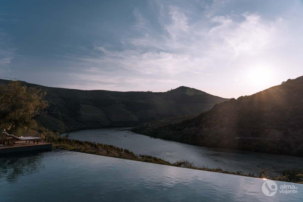 Piscina com vista para o rio Douro, Quinta de Ventozelo