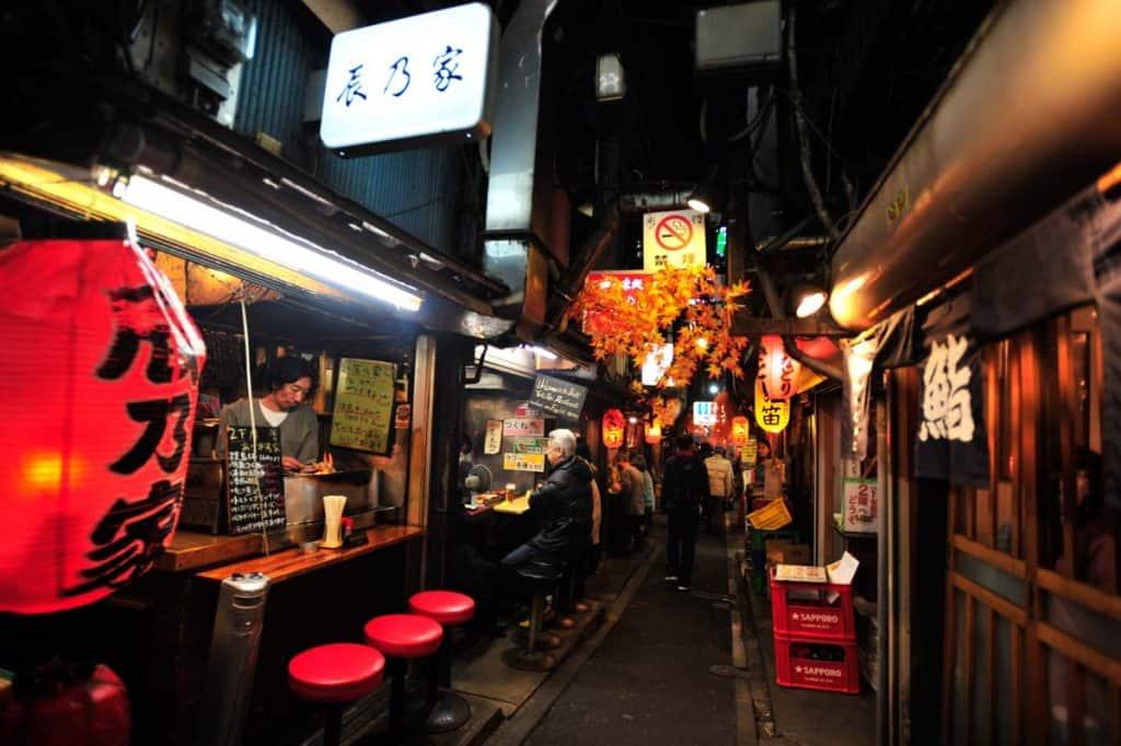 Comer yakitori no Piss Alley, Shinjuku