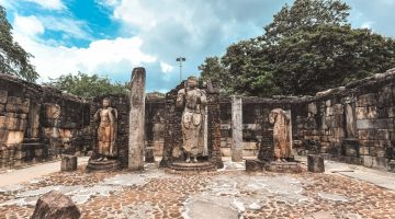 De bicicleta pela cidade antiga de Polonnaruwa